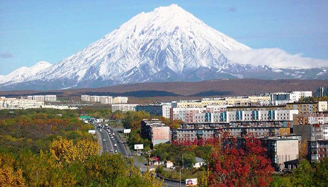 Avacha_volcano_Petropavlovsk_Kamchatsky_x660