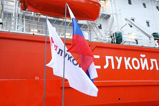 Lukoil_flags_Ship_Lukoil_x660