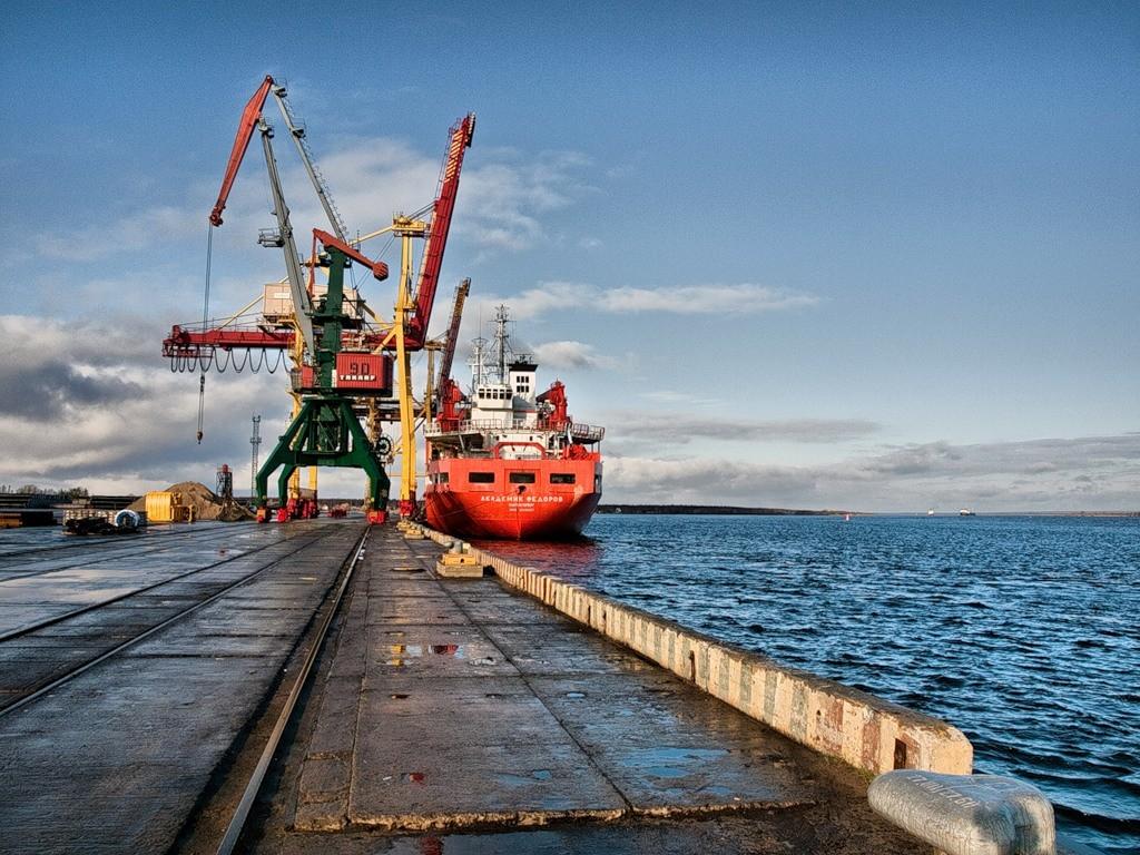 Arhangelskiy-port-E`konomiya
