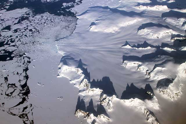 nasa-icebridge-sharp-mountains-peninsula-2012