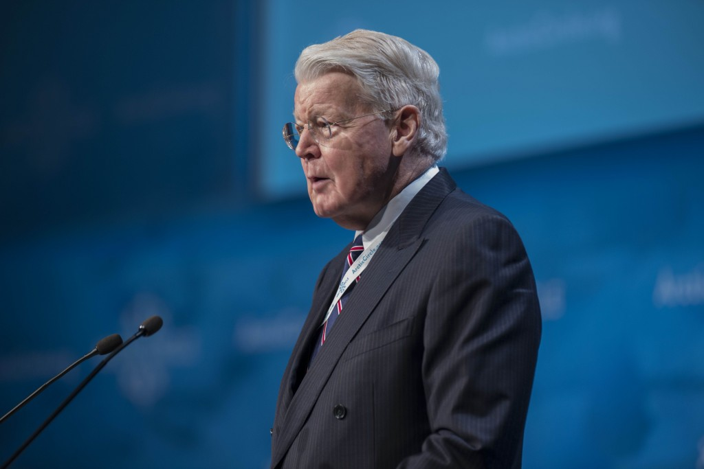 Iceland's President Olafur Ragnar Grimsson delivers a speech during the opening plenary session of the Arctic Circle 2015 Assembly in Reykjavik on October 16, 2015. The conference draws attention to the damage caused by global warming, ahead of major UN talks on climate change in Paris this year.  AFP PHOTO / HALLDOR KOLBEINS