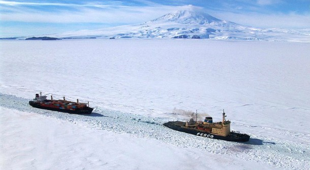 large_article_im2973_Icy_Boat