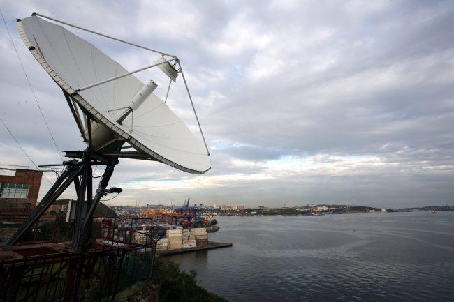 satellite-RH8N1453-650x433