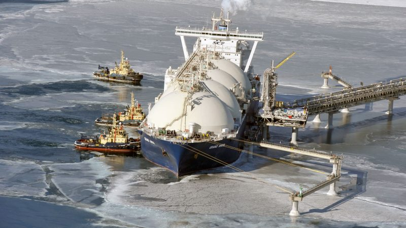 sakhalin2-project-lng-tanker-in-ice