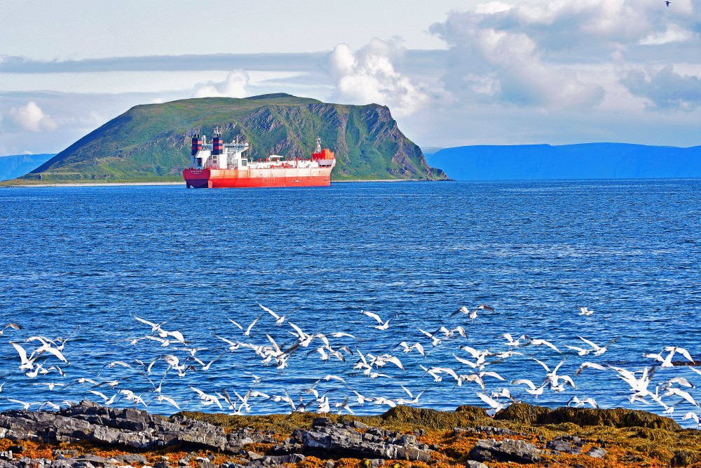 oil-tanker_near_honningsvag