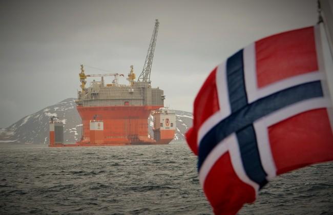 goliat_and_norwegian_flag_1